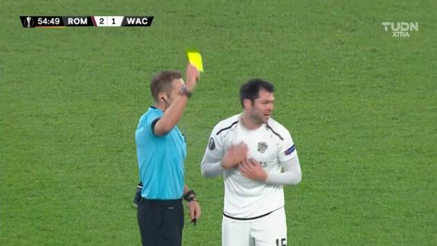 Tarjeta amarilla. El árbitro amonesta a Nemanja Rnic de RZ Pellets WAC