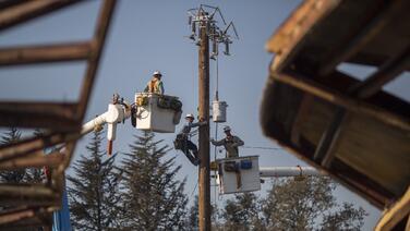 PG&E reduce a 150,000 el número casas y comercios que se quedarán sin luz este miércoles en California