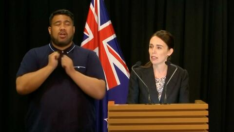 """Nueva Zelanda prohíbe las armas semiautomáticas: """"El fácil y masivo acceso debe terminar"""""""