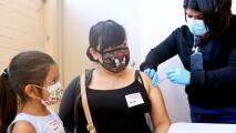 Distrito Escolar de Los Ángeles abre un tercer centro de vacunación para familiares de los estudiantes