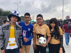 El color: todo listo para el arranque del partido entre Pumas y Cruz Azul