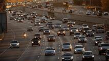 Alto volumen vehicular sobre la Autopista 405 de Los Ángeles en sentido norte la mañana de este miércoles