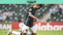 Jugador del Pantoja cruza de rodillas el estadio de Rayados