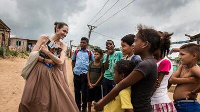 Angelina Jolie visitó la frontera en Colombia para hablar con refugiados venezolanos que ya se calculan en 4 millones en el mundo