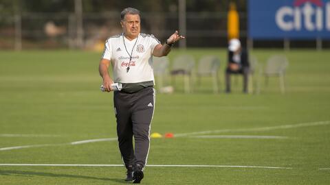 """""""El Tata se juega ante Chile el prestigio del fútbol mexicano"""", según Paco Villa"""
