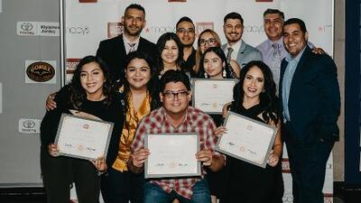 Otorgan cinco becas a estudiantes de comunicación en Houston