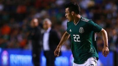 ¡Con todas las precauciones! El 'Chucky' Lozano llegó a México acompañado de un médico del PSV