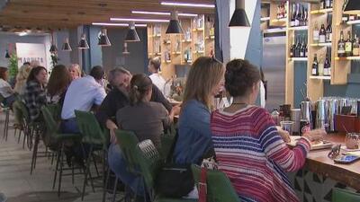 Food halls, los nuevos espacios que reúnen varios tipos de comida y que toman fuerza en Miami