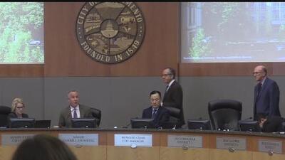 Agreden verbalmente al alcalde Darrell Steinberg durante la reunión del Consejo de Sacramento