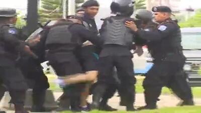 En video: policía reprime con violencia las protestas del día nacional del estudiante en Nicaragua