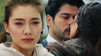 Nihan descubrió a Kemal y Asu besándose
