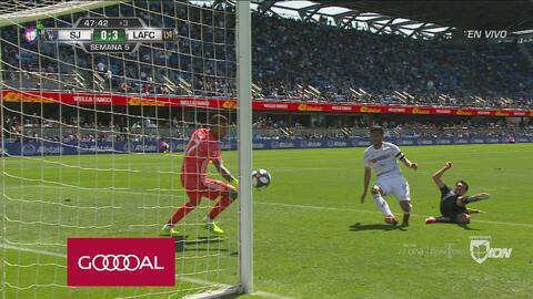 Carlos Vela pone el 0-3 y suma el segundo en su cuenta personal