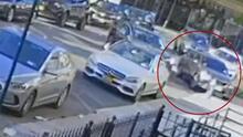Auto se estrella en Brooklyn intentado escapar de vehículos, incluyendo uno que le disparó