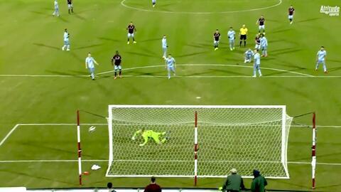 Peligroso disparo de Johan Blomberg que acaricia el poste, Colorado cerca del segundo gol