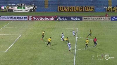 Tauro desaprovecha una gran jugada de gol tras el balonazo al travesaño de Armando Polo