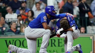 Beisbolista rompe en llanto tras golpear accidentalmente con un pelotazo a una niña en las gradas