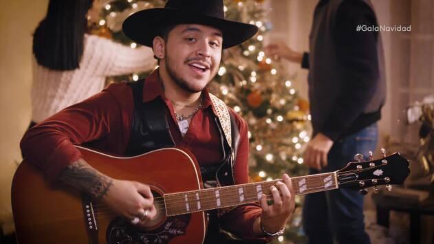 Christian Nodal celebra la navidad con Galavisión