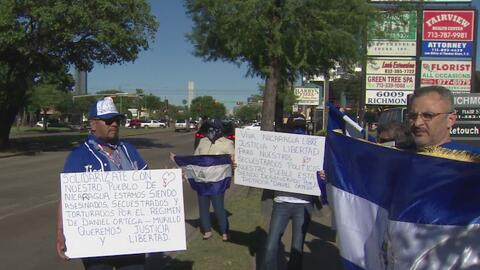 Nicaragüenses en Houston realizan una vigilia en honor a las víctimas de la represión del régimen de Ortega