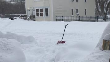 Continúan las labores de remoción de nieve en las calles de la región capital en Nueva York