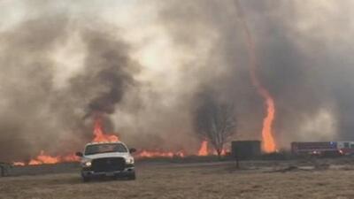 ¿Qué es un firenado?: esto que se vieron bomberos en Missouri
