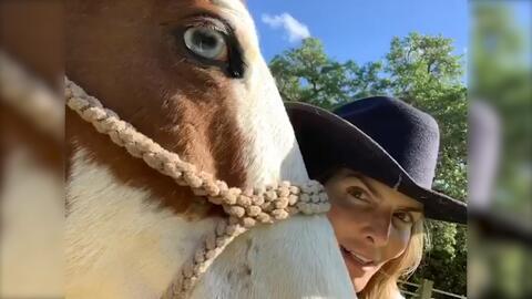 Todo esto tuvo que hacer Montserrat Oliver para que un caballo 'ojiazul' que le regalaron le prestara atención