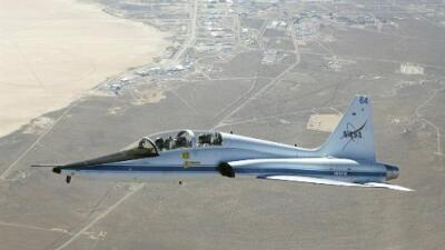 Muere piloto y otro resulta herido al estrellarse su avión en una base aérea en Texas