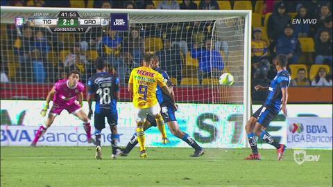 ¡Poste! Tigres se pierde el tercer gol de la noche