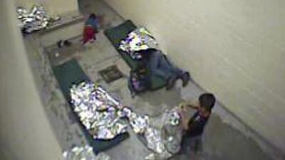 En un minuto: Niños migrantes denuncian agresiones sexuales en centro de detención de Arizona