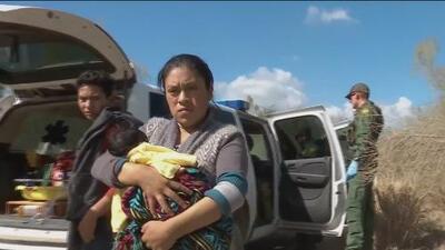 Agentes fronterizos interceptan a un grupo de indocumentados que recién cruzaban el río Bravo