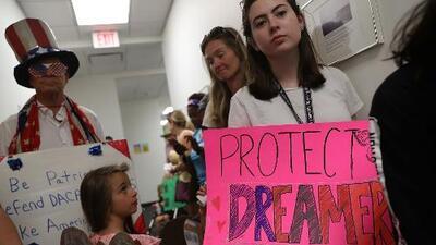 ¿Qué viene para los dreamers luego que un juez federal reactivar por completo DACA?