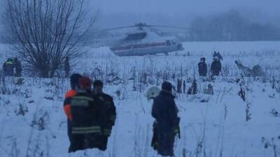 Avión se estrella cerca de Moscú con 71 personas a bordo