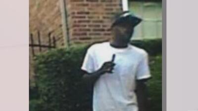 Este sujeto se robó un rifle AR-15 de una patrulla de la policía de Dallas