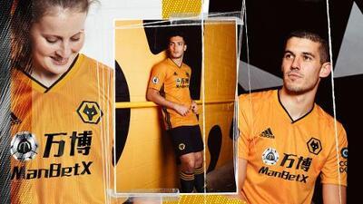 Raúl Jiménez es la imagen del nuevo uniforme del Wolverhampton