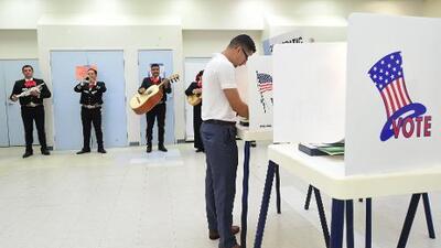 """Los mexicanos, entre la """"lealtad a su patria"""" o hacer un cambio en EEUU a través del voto"""
