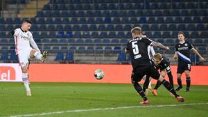 ¡Irreconocible! Luka Jovic vuelve a anotar con el Frankfurt