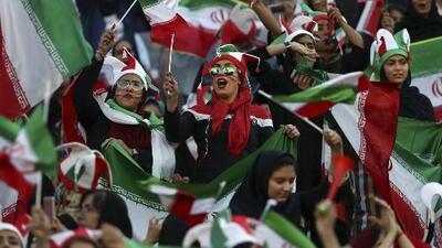 Mujeres iraníes asisten por primera vez en 40 años a un estadio para ver un partido de fútbol