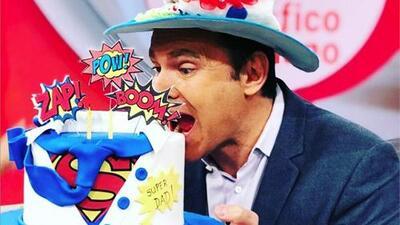 Alan Tacher tuvo unas 'mañanitas' muy especiales, dos pasteles y un sinfín de sorpresas para celebrar su cumpleaños