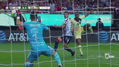 Gudiño ahogó el grito de gol de Renato Ibarra con mano salvadora