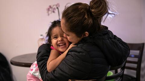 Abogada de inmigración explica el alcance de una resolución que obliga al gobierno de Trump a reunificar a casi 3,000 familias de inmigrantes