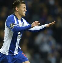 Tecatito, lateral en triunfo del Porto pensando en Liverpool por Champions League