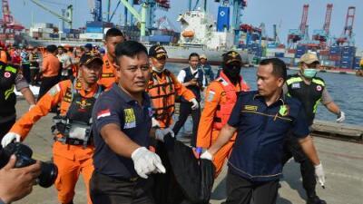 Se estrella en el mar un avión con 189 personas a bordo tras despegar en Indonesia
