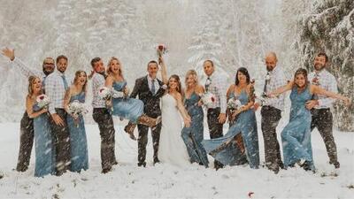 El día de su boda cayó una tormenta de nieve, pero los novios no dejaron que esto les arruinara la celebración