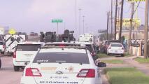 Sospechoso ingresa a una tienda de armas en Houston, evade un operativo de las autoridades y huye del lugar