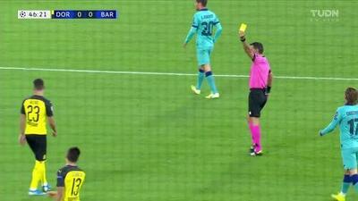 Tarjeta amarilla. El árbitro amonesta a Thorgan Hazard de Borussia Dortmund