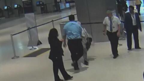 Residente de Houston denuncia haber sido agredido por un empleado de la aerolínea United