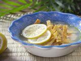Sopa de lima con tortilla