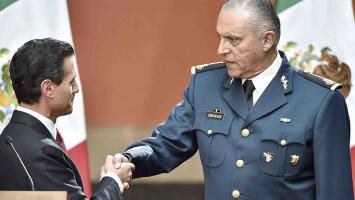 Arrestan al ex secretario de defensa de Enrique Peña Nieto en el aeropuerto de Los Ángeles