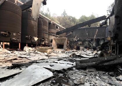 El viñedo Fairwinds Estate Winery fue otro de los que resultaron con pérdidas millonarias a causa del incendio Glass. Los tanques de fermentación para hacer el vino quedaron completamente inutilizables.