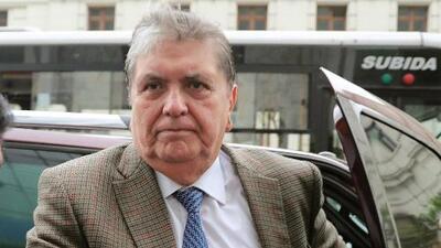 El expresidente peruano Alan García se suicida antes de ser detenido por autoridades