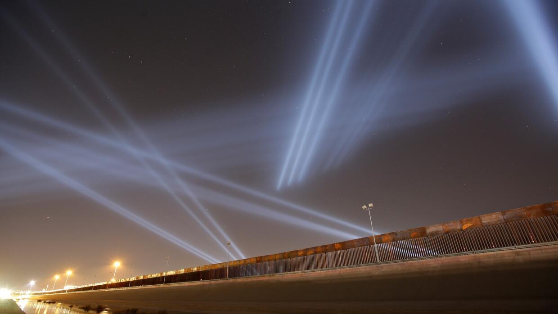 El 'sintonizador fronterizo', el espectáculo de luces y sonido que une a Ciudad Juárez y El Paso - Univision